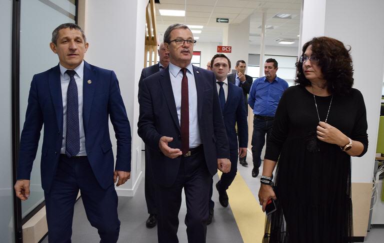 12NEWS: ICL Services :: Ильдус Зарипов, новый руководитель Лаишевского района, посетил технопарк ГК ICL